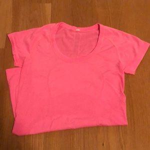 Lululemon tshirt
